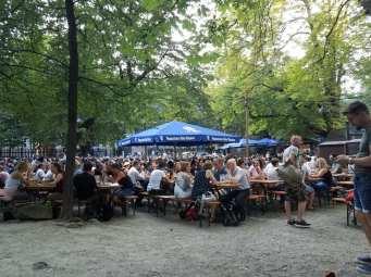 Day4-AugustinerBiergarten-Crowd