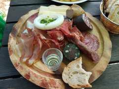 Day9-Reinerstonishof-MeatPlate